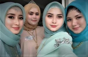 Pamer Kecantikan dengan Jilbab dan Pengaruh Media
